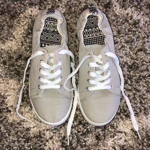 Worn twice! Gray sneakers! ▫️◽️◻️